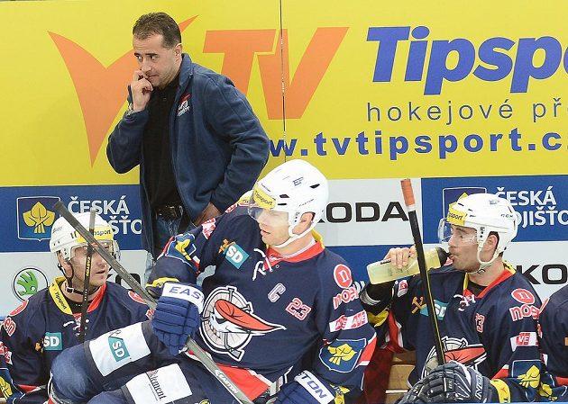 Nový trenér Chomutova Josef Turek (vzadu).