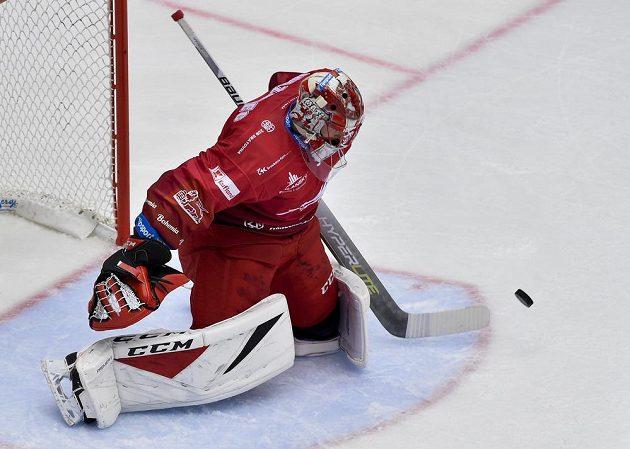 Brankář Marek Mazanec z Třince vychytal všechny pokusy českobudějovických hokejistů.