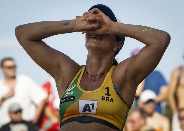 Brazilské zděšení. Z obhajoby titulu nic nebude. Agatha, šampiónka z roku 2015, se smiřuje s porážkou od českého páru Sluková, Hermannová.
