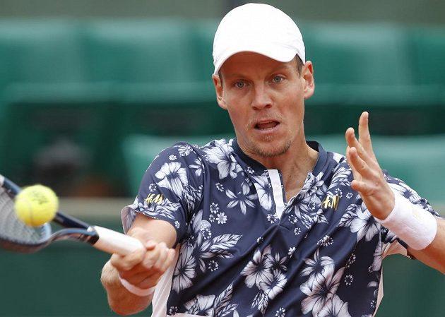 Soustředění úder Tomáše Berdych v osmifinále Roland Garros.