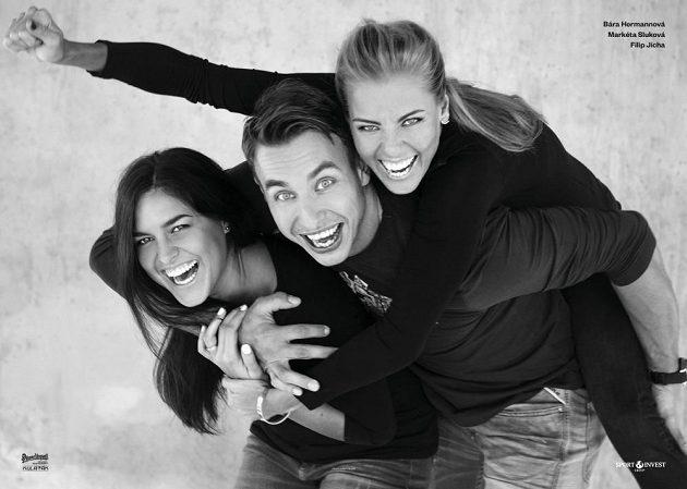 Plážové volejbalistky Barbora Hermannová a Markéta Sluková s házenkářem Filipem Jíchou.