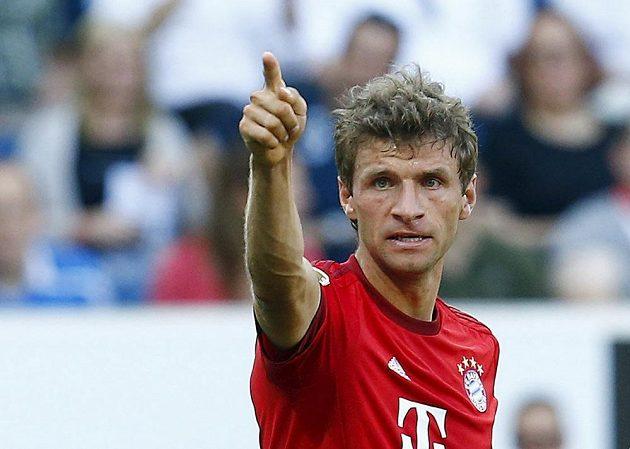Thomas Müller z Bayernu oslavuje svoji trefu do sítě Hoffenheimu.