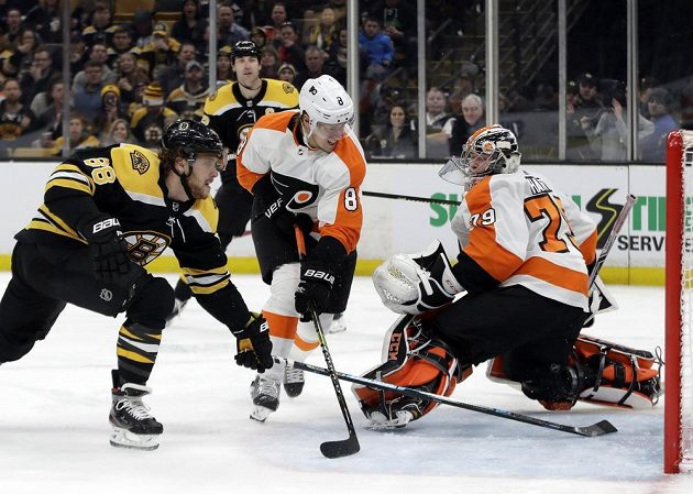 Už třicetkrát v této sezoně NHL byla k vidění situace, jak útočník Bostonu David Pastrňák střílí v zámořské lize gól. Naposledy se mu to povedlo proti Philadelphii.
