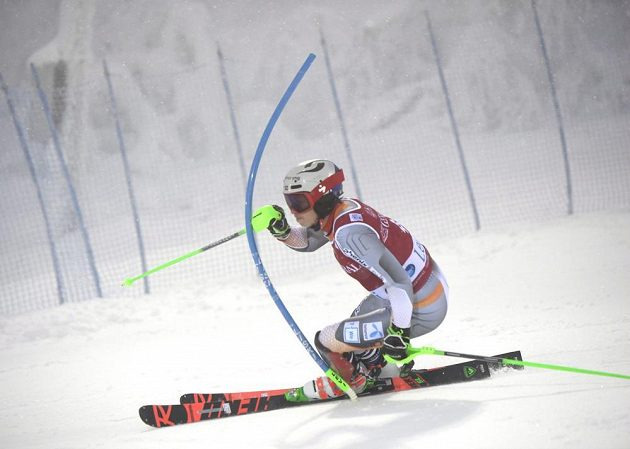 Nor Henrik Kristoffersen při slalomu v Levi.