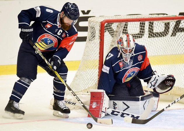 Liberecký obránce Jan Výtisk a brankář Daniel Dolejš během odvety osmifinále Ligy mistrů.