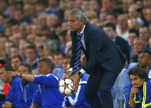 Trenér Chelsea José Mourinho během utkání Ligy mistrů se Schalke 04.