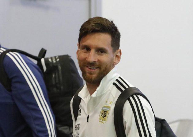 Řada fotbalových reprezentací ještě hrála generálky před MS, Lionel Messi je už ale s národním týmem Argentiny v Rusku.