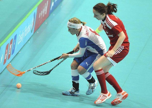 Anet Jarolímová bojuje v zápase o 3. místo na domácím MS s Janine Wüthrichovou ze Švýcarska.