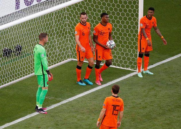 Fotbalisté Nizozemska poté, co inkasovali gól v osmifinále EURO s Českem.