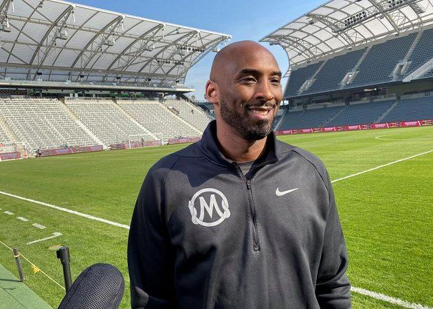 Bývalý basketbalista Kobe Bryant na fotbalovém stadionu v Los Angeles.