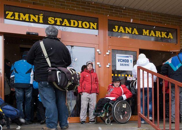 Zimní stadión v Jindřichově Hradci byl před začátkem utkání Euro Hockey Challenge mezi Českou republikou a Lotyšskem pojmenován po zesnulém hokejistovi Janu Markovi.