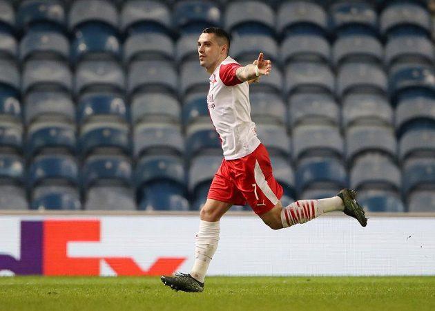 Gól! Slávista Nicolae Stanciu se v osmifinále Evropské ligy proti Glasgow Rangers trefil i v odvetě.