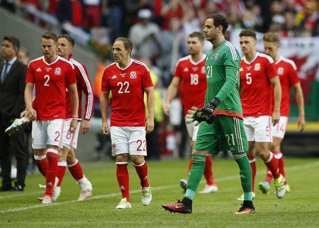 Zklamaní fotbalisté Walesu po porážce ve Švédsku.