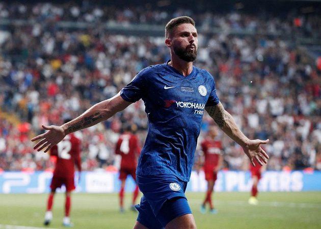 Olivier Giroud jásá, poslal Chelsea do vedení proti Liverpoolu.