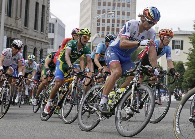 Slovenský cyklista Peter Sagan (vpředu) během silničního závodu na mistrovství světa v americkém Richmondu.