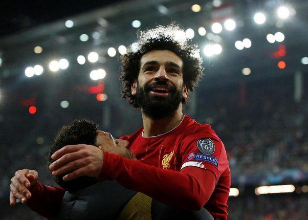 Kanonýr Liverpoolu Mohamed Salah se raduje poté, co v duelu Ligy mistrů v Salcburku vstřelil druhý gól svého týmu.