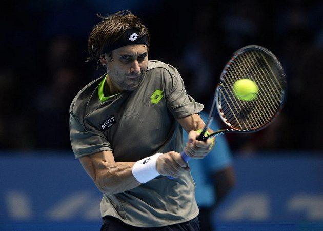 Španělský tenista David Ferrer během duelu se Stanislasem Wawrinkou.