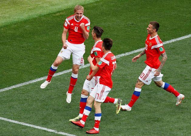 Čekání na první gól fotbalového mistrovství světa trvalo necelých dvanáct minut. Vstřelil ho Jurij Gazinskij do sítě Saúdské Arábie.