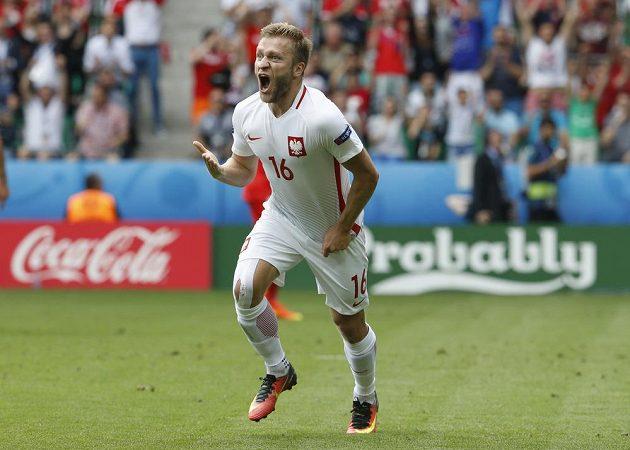Jakub Blaszczykowski z Polska se raduje z branky proti Švýcarsku.