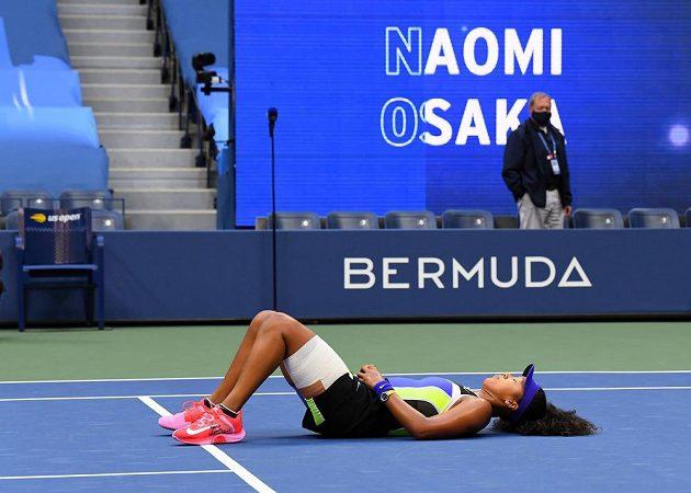 Netradiční oslava japonské tenistky Naomi Ósakaové po triumfu na US Open.