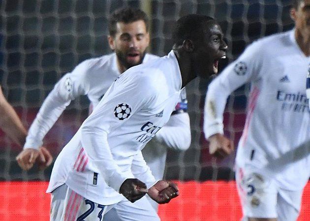 Ferland Mendy z Realu se raduje z gólu proti Bergamu v osmifinále Ligy mistrů.