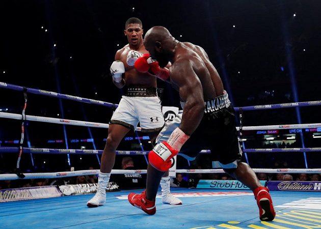 Anthony Joshua a Carlos Takam. Boj Angličana a Kamerunce o boxerského krále těžké váhy.