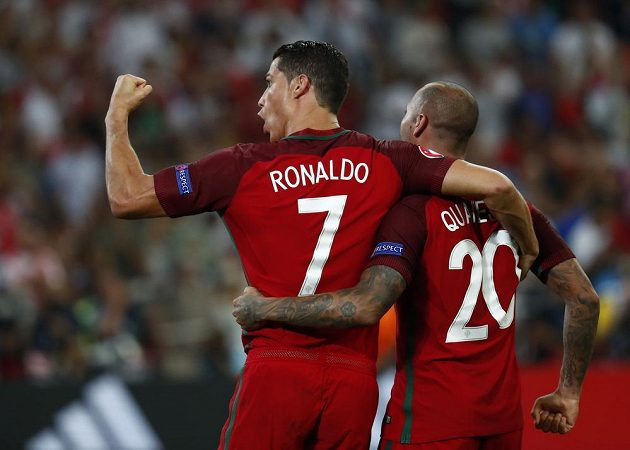 Ricardo Quaresma a Cristiano Ronaldo po postupu Portugalska do semifinále ME.