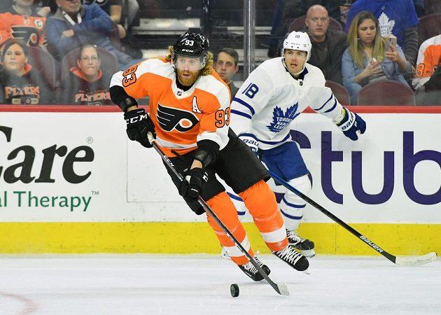 Český útočník Philadelphie Flyers Jakub Voráček v akci během utkání NHL.