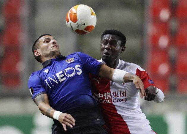 Oscar Dorley bojuje o míč