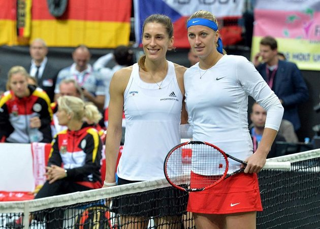 Petra Kvitová a Andrea Petkovicová před úvodní dvouhrou finále Fed Cupu v pražské O2 Aréně.