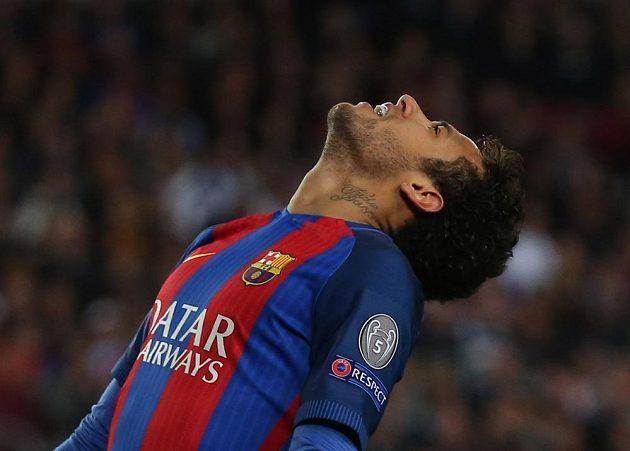 Barcelonský Neymar a jeho zklamání poté, co Katalánci zahodili šanci v odvetném čtvrtfinále Ligy mistrů s Juventusem.