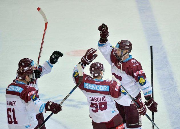 Zleva Lukáš Klimek a Robert Sabolič ze Sparty se radují se spoluhráčem Michalem Čajkovským z jeho gólu.