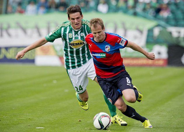 Zleva Milan Havel z Bohemians a David Limberský z Plzně v utkání 7. kola Synot ligy.
