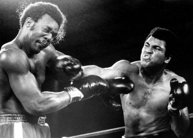 Bývalý boxerský mistr světa George Foreman chce v ringu zmydlit hvězdu bojových filmů Stevena Seagala. Už v říjnu 1974 si to rozdal s legendárním Muhammadem Alim.