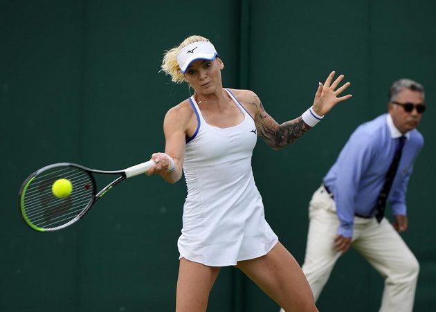 Česká hráčka Tereza Martincová v akci během 1. kola Wimbledonu.