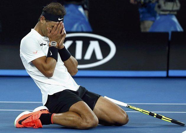 Rafael Nadal se raduje z postupu do semifinále.