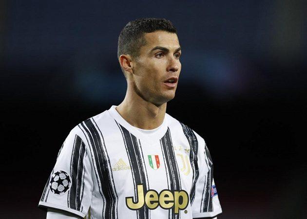 Hvězda Juventusu Cristiano Ronaldo zasadil Barceloně dvě rány z penalty.
