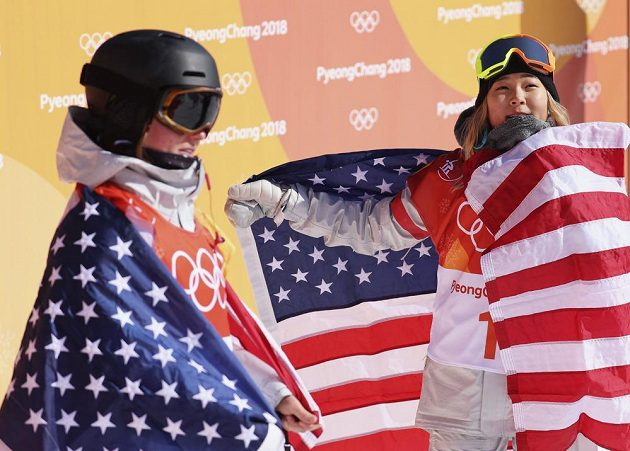 Americký triumf. Olympijskou vítězkou v U-rampě je sedmnáctiletá americká snowboardistka Chloe Kimová, bronz získala její krajanka Arielle Goldová.