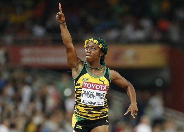 Jamajská sprinterka Shelly-Ann Fraserová-Pryceová se opět raduje ze zlaté medaile.