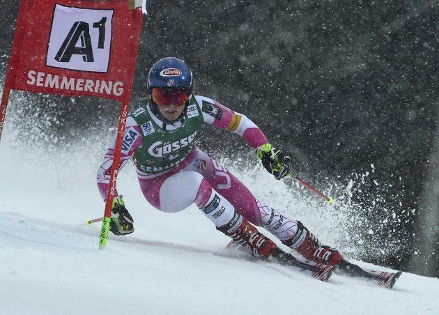 Americká lyžařka Mikaela Shiffrinová při obřím slalomu v rakouském Semmeringu.
