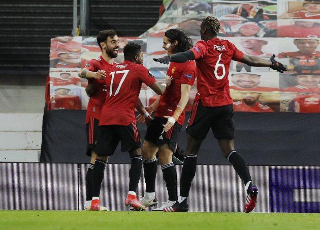 Fotbalisté Manchesteru United se radují z úvodní branky utkání