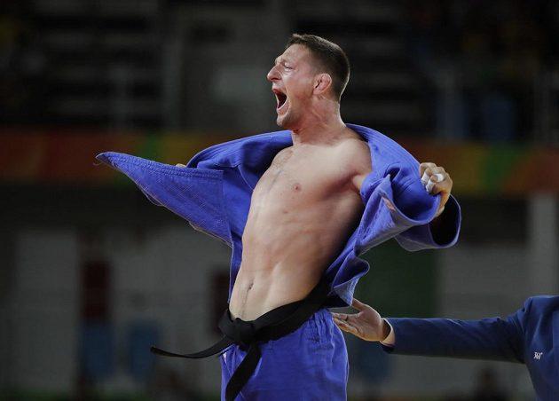 Pojď na moji hruď, ty zlatá placko. Lukáš Krpálek, jediný český vítěz v Riu.