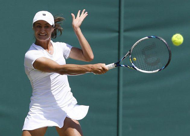 Rumunská tenistka Monica Niculescuová během utkání třetího kola Wimbledonu s Kristýnou Plíškovou.