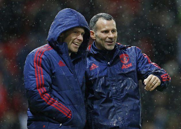 Nepřichází na lavičce čas asistenta trenéra Ryana Giggse (vpravo)...?