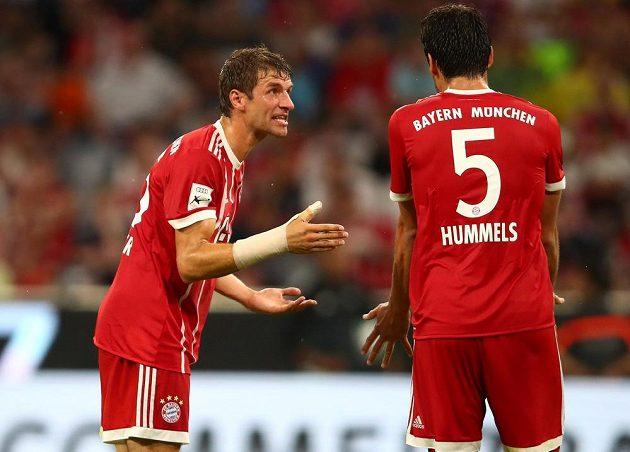 Fotbalisté Bayernu Mnichov utrpěli v utkání s Liverpoolem ostudnou porážku 0:3. Thomas Müller si měl na hřišti co vysvětlovat s Matsem Hummelsem.