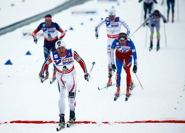 V cíli jako první Nor Peter Northug, Lukáš Bauer uhájil druhé místo před Johanem Olssonem a Maksimem Vylegžaninem.