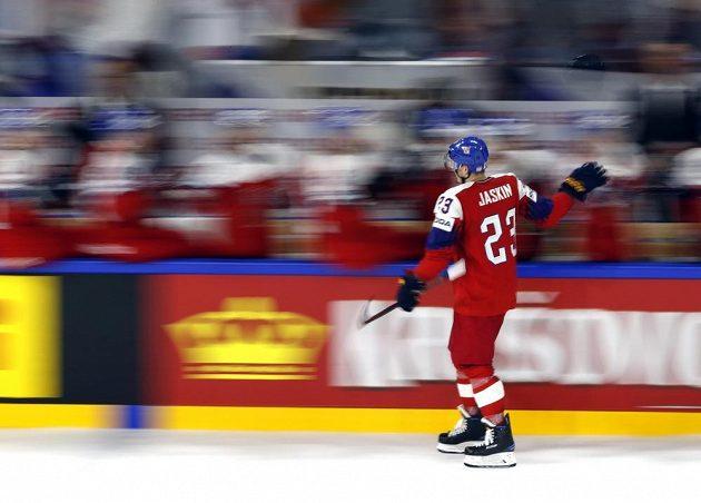 Dimitrij Jaškin prožívá radost po vstřeleném gólu proti Rusku.