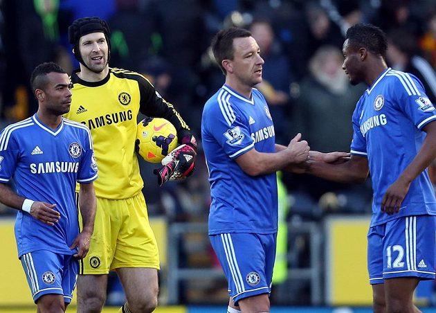 Hráči Chelsea po výhře nad Hullem, druhý zleva Petr Čech.