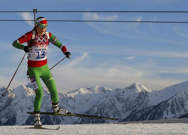 Běloruska Darja Domračevová během vytrvalostního závodu na 15 km, v němž vybojovala zlatou medaili.
