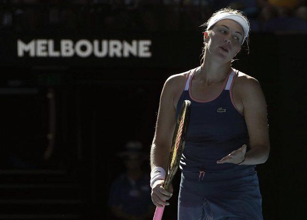 Ruská tenistka Anastasia Pavljučenkovová a její gesto zmaru během čtvrtfinále Australian Open.